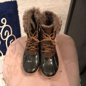 Shoes - Brown duck boots in great condition